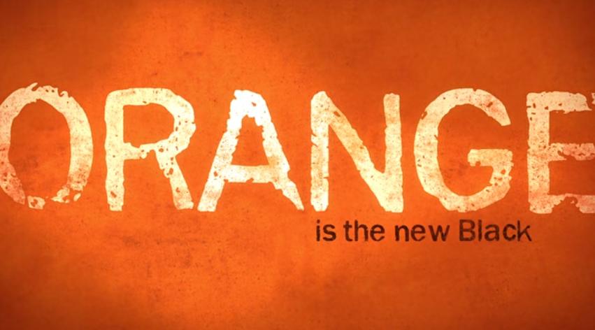 رجینا اسپکتور خواننده شوی کمدی «نارنجی همان سیاه است»، همراه با خانواده به خاطر یهودی شدن و آزاد اذیت های مذهبی از روسیه خارج شد.