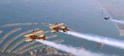 بر فراز دبی؛ حرکات نمایشی بسیار زیبای جت پک سواران و هواپیما ها در کنار هم [تماشا کنید]