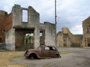 1271755-Car_in_Oradour-sur-Glane4-1000-d0d4c66c35-1484647835
