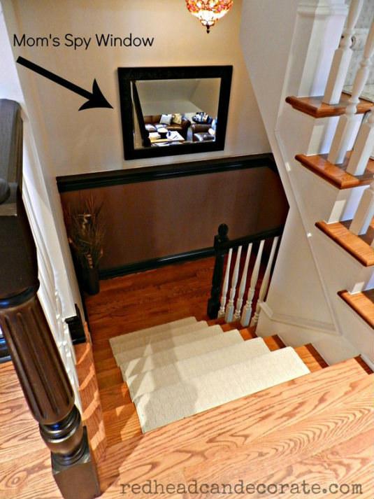 13- اگر در خانه راه پله دارید، یک آینه در میان پله ها نصب کنید تا هر بار برای چک کردن کودکان و دیدن اینکه در حال انجام چه کاری هستند، لازم نباشد همه پله ها را بالا یا پایین بروید.