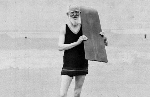 جرج برنارد شاو در حال موج سواری Muizenberg در سن 75 سالگی