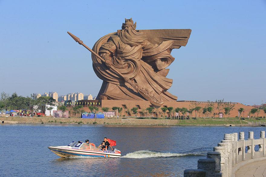 مجسمه الهه جنگِ 1320 تنی - چین