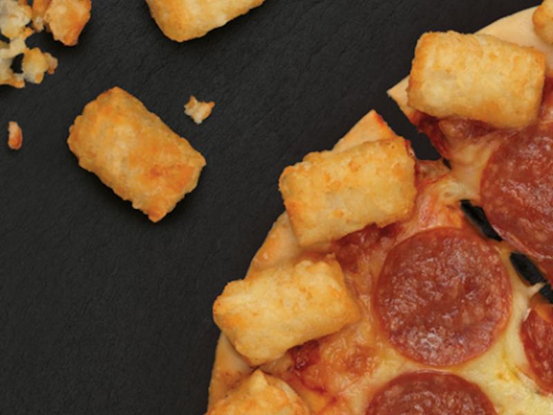 در نیوزیلند، سیب زمینی در کنار پیتزا از محبوبیت بسیاری برخوردار است، به همین خاطر، پیتزا هات، سیب زمینی های سرخ کرده کوچک در کنار خمیر پیتزا می گذارد.