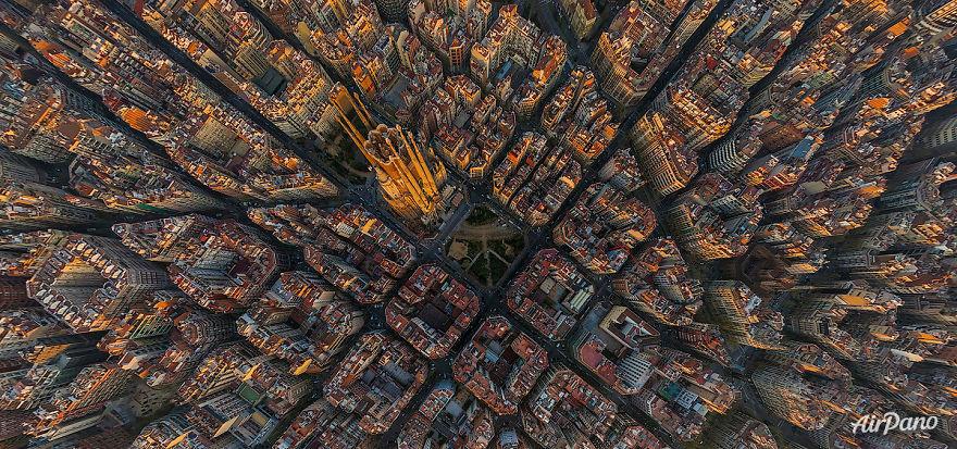 ساگرادا فامیلیا (Sagrada Familia)، بارسلونا، اسپانیا
