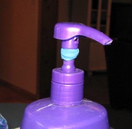 36- برای پیشگیری از پمپاژ زیاد مایع دستشویی، بهتر است روی قسمت پخش کننده آن یک تکه آدامس بگذارید.