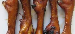آدیداس، پای مرغ کبابی است و دلیل نامگذاری اش به این برند ورزشی، تشابه پای مرغ به لوگوی آدیداس است.