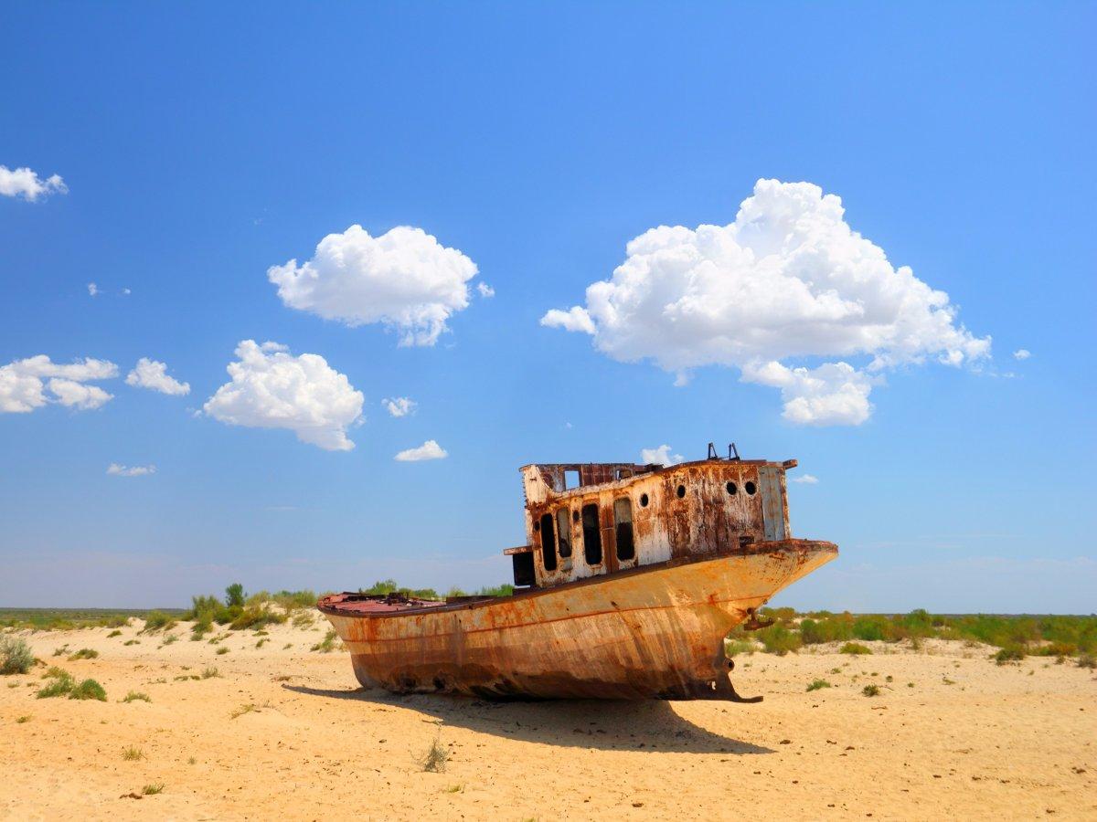 روند خشک شدن دریاچه آرال در دهه 1960 میلادی آغاز شد.