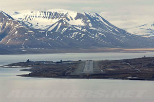 640px-Svalbard_Airport_Longyear_overview-w900-h600