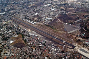 640px-Tegucigalpa_Airport_overview_OJEV-w900-h600