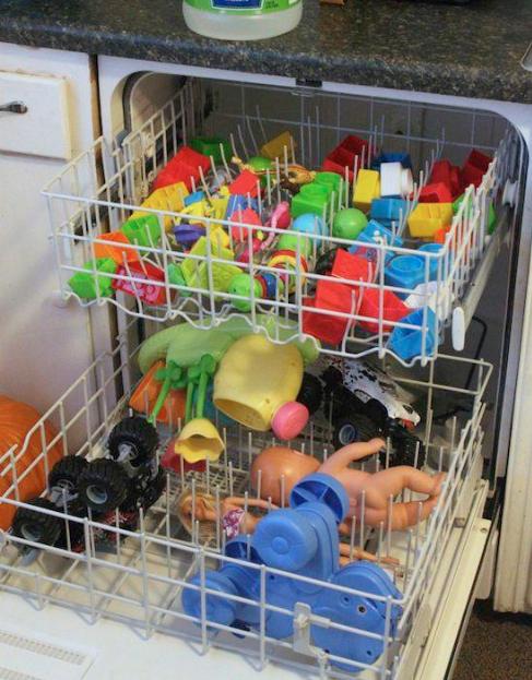79- اسباب بازی های کودک خود را می توانید درون ماشین ظرفشویی بریزید تا تمامی آلودگی های آن ها از بین بروند.