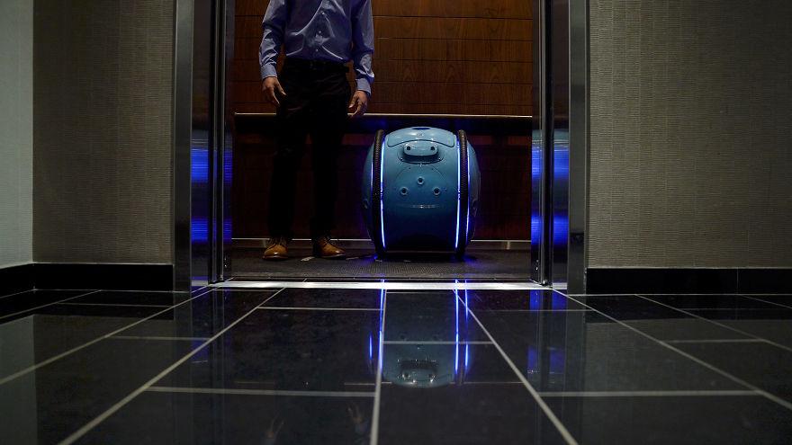 این ربات با باتری شارژ می شود