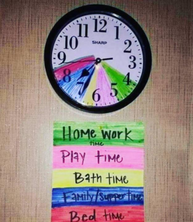87- برای اینکه اهمیت زمان و مدیریت کردن کارها را بر اساس زمان به فرزند خود بیاموزید، از جادوی رنگ های کمک بگیرید. مثلا ساعت 4 تا 5 را به انجام دادن تکالیف مدرسه اختصاص بدهید.