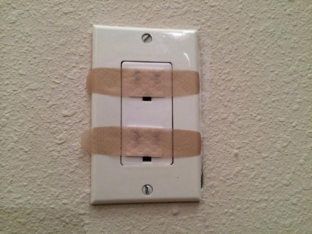 95- با قرار دادن چسب زخم روی پریزهای برق می توانید فرزند خود را از خطر برق گرفتگی در امان نگه دارید.