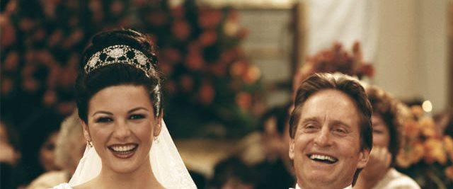 مراسم عروسی این دو با هزینه ای 1.5 میلیون دلاری یکی از پرهزینه ترین مراسم دوران خود به شمار می رفت. عروسی آن ها در هتل پلازای شهر نیویورک برگزار شد.