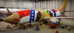 heres-how-they-paint-commercial-airplanes