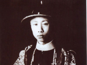 puyi-started-life-as-an-emperor-but-died-a-gardener-w900-h600