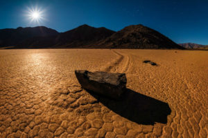 racetrack-playa-full-moon-death-valley-national-park-L-w900-h600