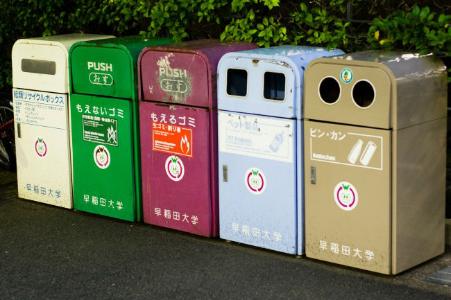 12220910-Recycling_bins_Japan-650-c084fc328e-1488921357-w700