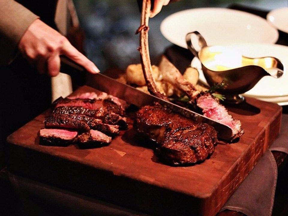 نام سرآشپز: والدورف آستوریا رتبه: 8.97 هر استیک در این رستوران به همراه 5 سس مختلف سرو می شود.
