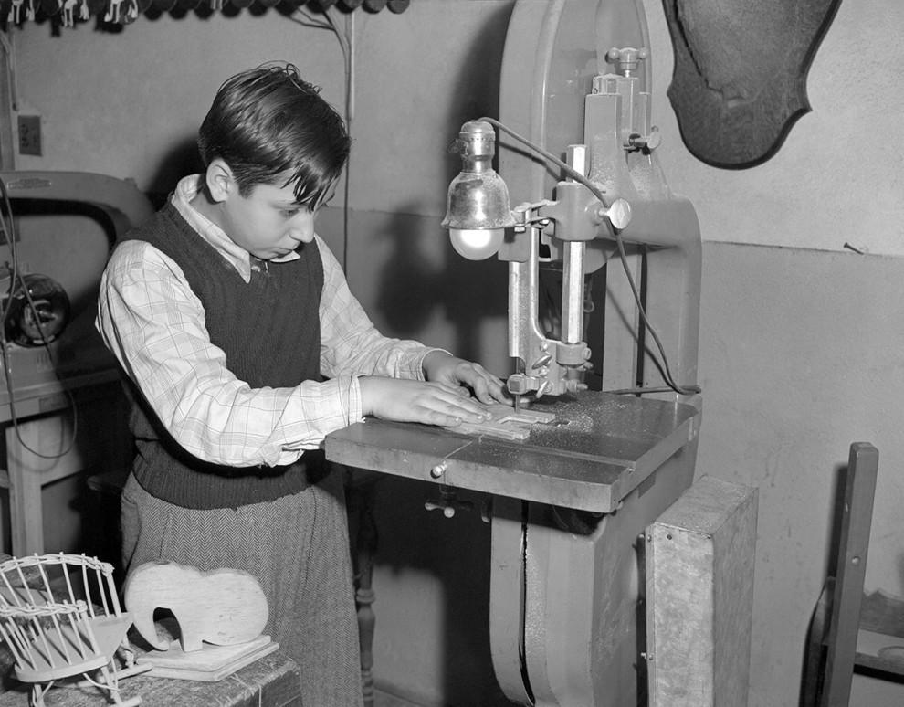 اره برقی برای ساخت اسباب بازی - دهه 1950