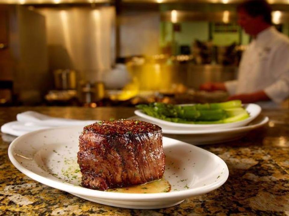 این رستوران قصاب ویژه خود را دارد که گوشت ها را بریده و به مدت 28 روز خشک می کند. رتبه: 9.31