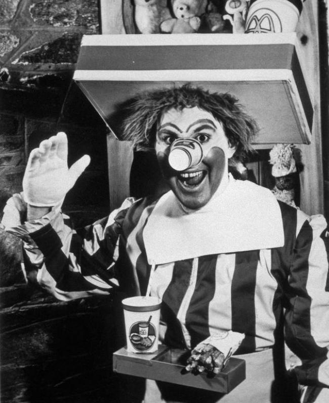 ویلارد اسکات، او نخستین «رونالد مک دونالد» بود. وی همچنین هنرپیشه اهل ایالات متحده آمریکا است.