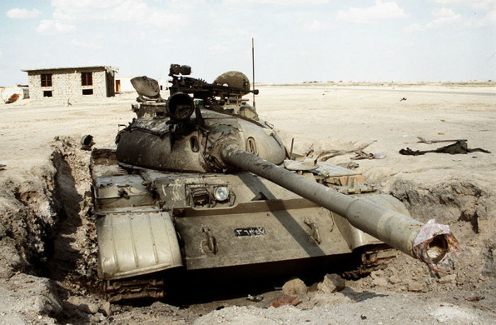 800px-Disabled_Iraqi_T-55_tank_at_the_Jalibah_Airfield-w700