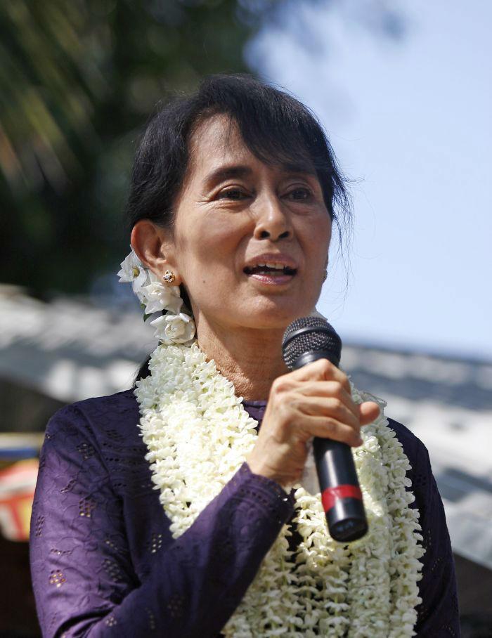 Aung_San_Suu_Kyi_17_November_2011__700-w700