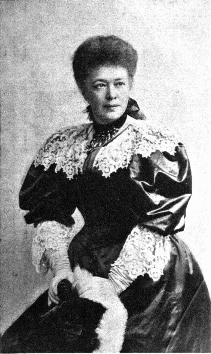 Bertha_von_Suttner_1903_Pietzner__700-w700