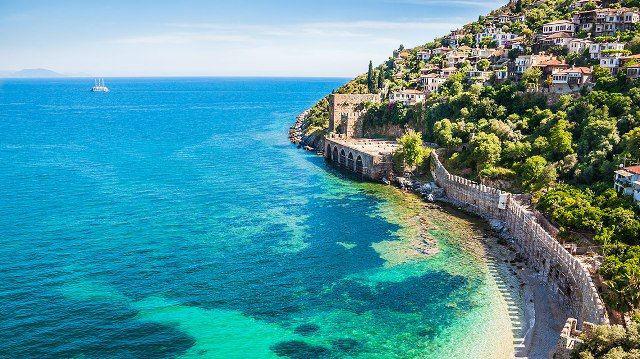 Blue-Flag-Beach-in-Antalya-Turkey-w700
