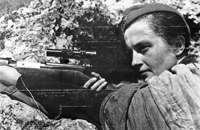 Lyudmila-Pavlichenko-sofrep-deadliest-female-sniper1-58c0384931074__700-w700