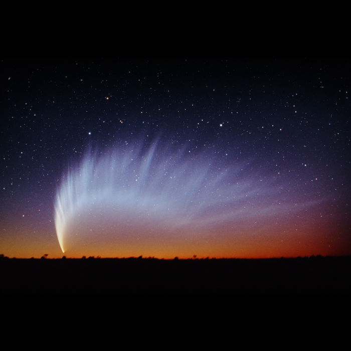 comet-mcnaught-2007-sunset-w700