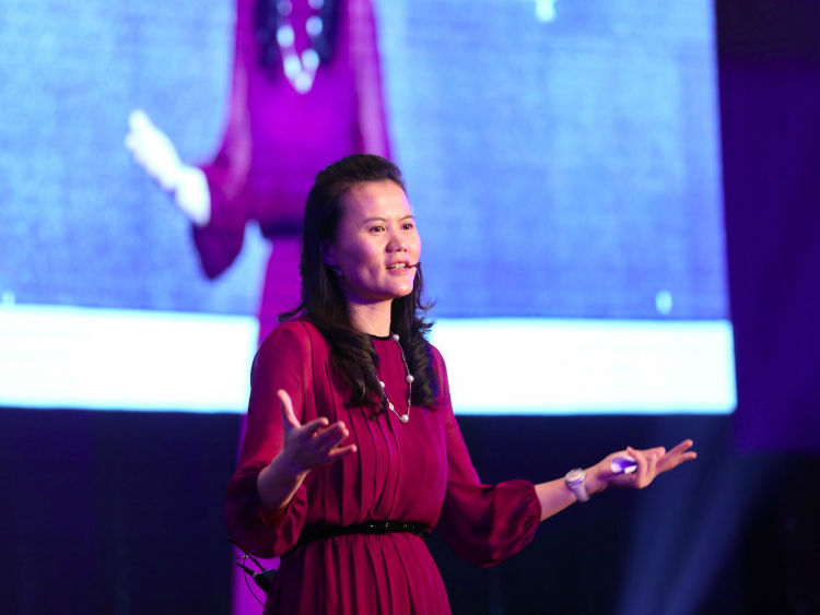 t5-peng-lei--net-worth-14-billion-as-one-of-the-founders-of-the-chinese-e-commerce-business-giant-alibaba-group-she-is-extremely-wealth-at-just-44-years-old-w750