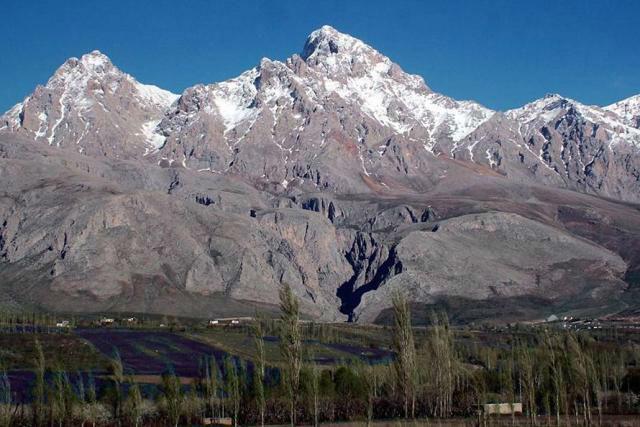 the-Demirkazik-Highest-Peak-at-Taurus-Mountain-w700