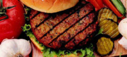 ۱۰ واقعیت جالب، باورنکردنی و کمتر شنیده شده در مورد همبرگر