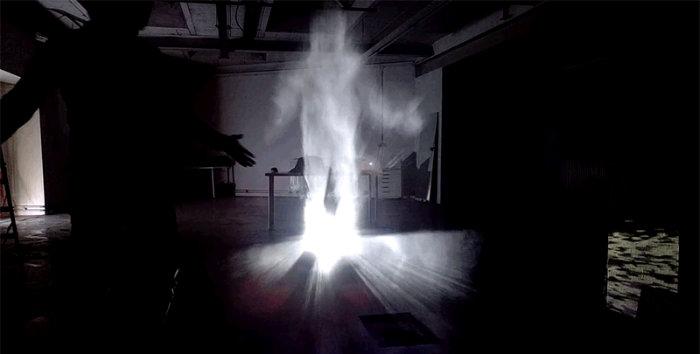 ایجاد افکت بسیار واقعی اشباح با استفاده از تولید مِه و نور پردازی پروژکتور [تماشا کنید]