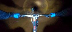 هیجان انگیز و خطرناک؛ فردی که شب هنگام در مسیر یک معدن متروکه به دوچرخه سواری می پردازد [تماشا کنید]