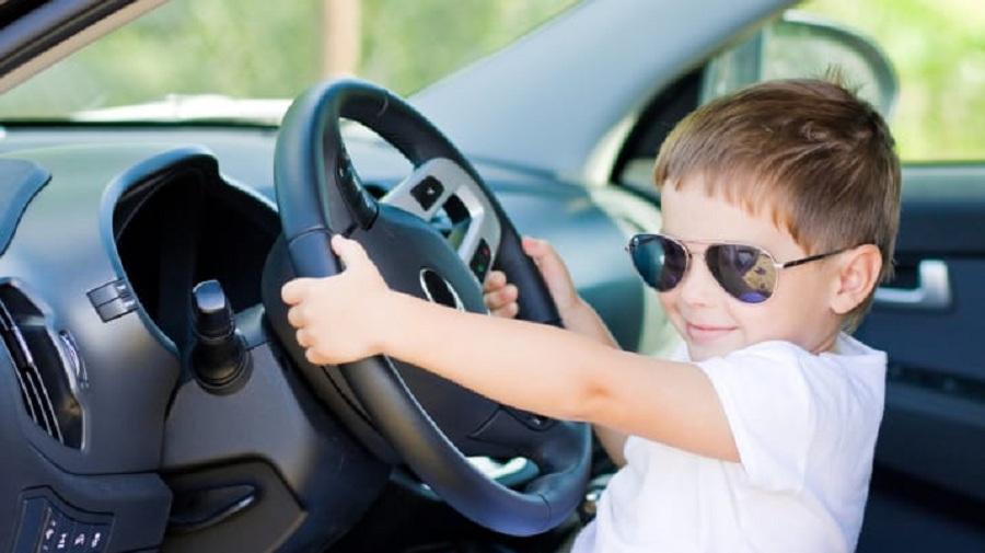 پسر ۱۲ ساله استرالیایی پس از ۱۳۰۰ کیلومتر رانندگی در جاده توسط پلیس راهنمایی رانندگی متوقف شد
