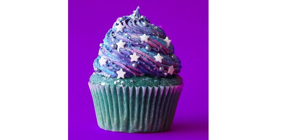 طرز تهیه اکلیل خوراکی خوشمزه روز: کاپ کیک کهکشانی [تماشا کنید] - روزیاتو