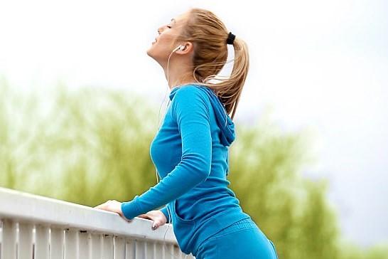 تمرین های سبک ورزشی، با تاثیر بر عملکرد مغز، سبب بهبود وضعیت بینایی می شوند