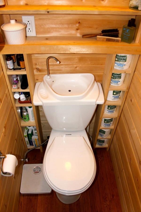 این طرح برای حفظ و استفاده بهینه از فضا ساخته شده است. همچنین، آبی که برای شستن دست ها استفاده می کنید، داخل تانک توالت رفته و همانند فلش تانک عمل می کند.