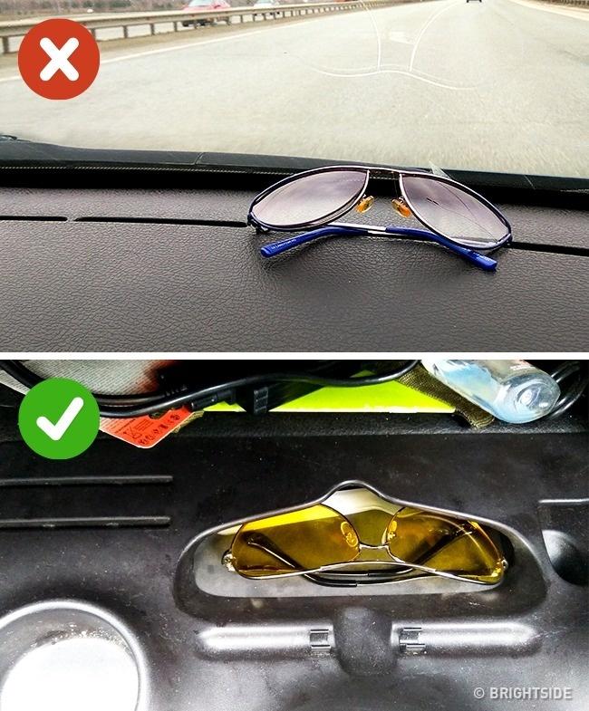 عینک های خود را روی داشبورد و در معرض نور مستقیم آفتاب قرار ندهید. این باعث صدمه دیدن لنز و دفرمه شدن فریم عینک می شود. بهتر این است که عینک را در جای مخصوص درون داشبورد بگذارید.