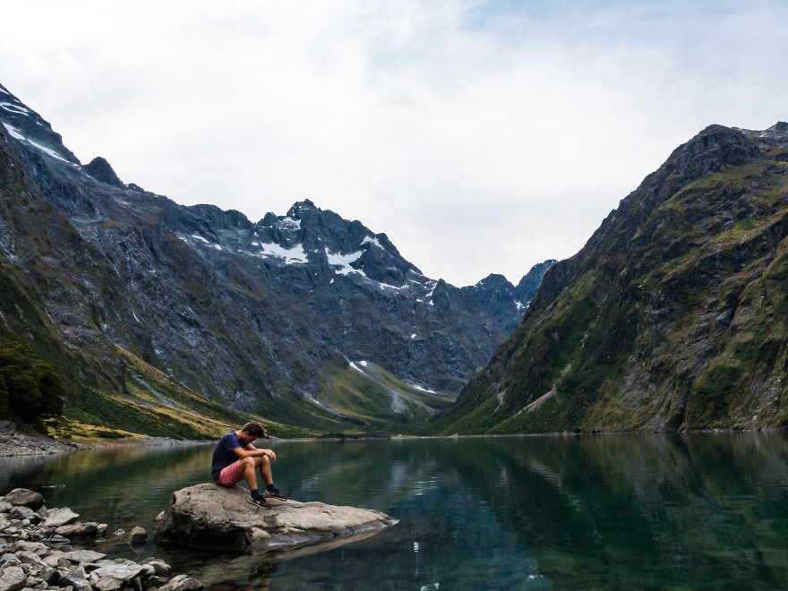گردشگر یاد شده برای رسیدن به این دریاچه، 2 ساعت پیاده روی کرده است.