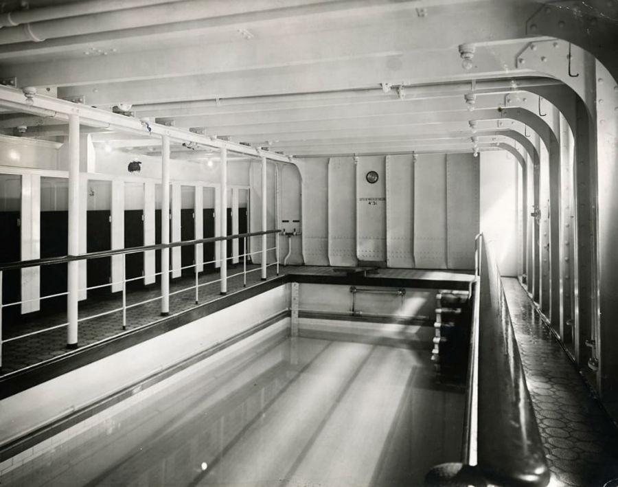 استخر که در طبقه وسط کشتی تعبیه شده بود