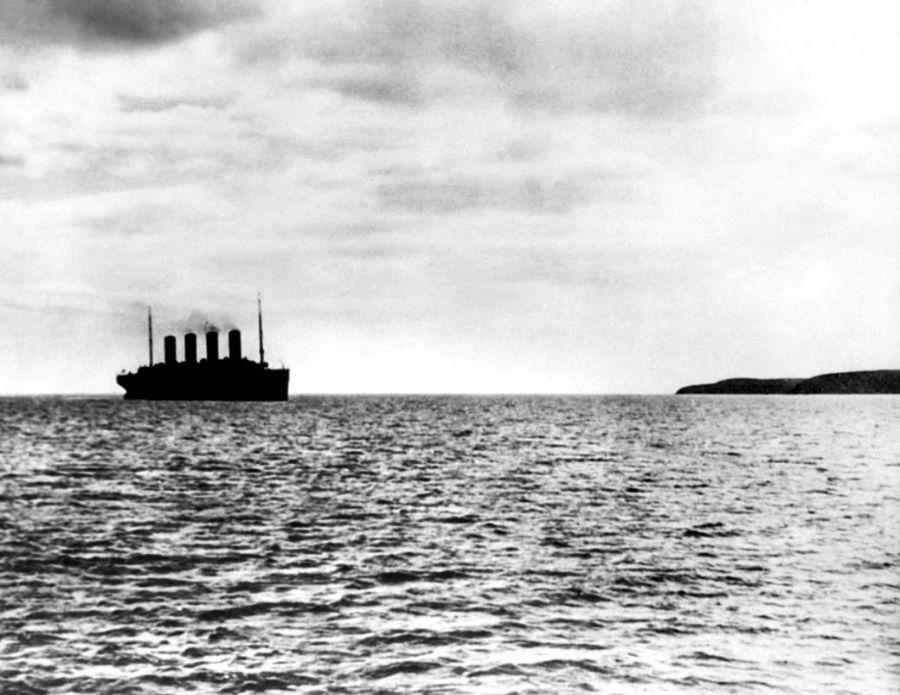 تایتانیک هنگام ترک بندر و رفتن به سمت سرنوشت تلخ خود - 1912