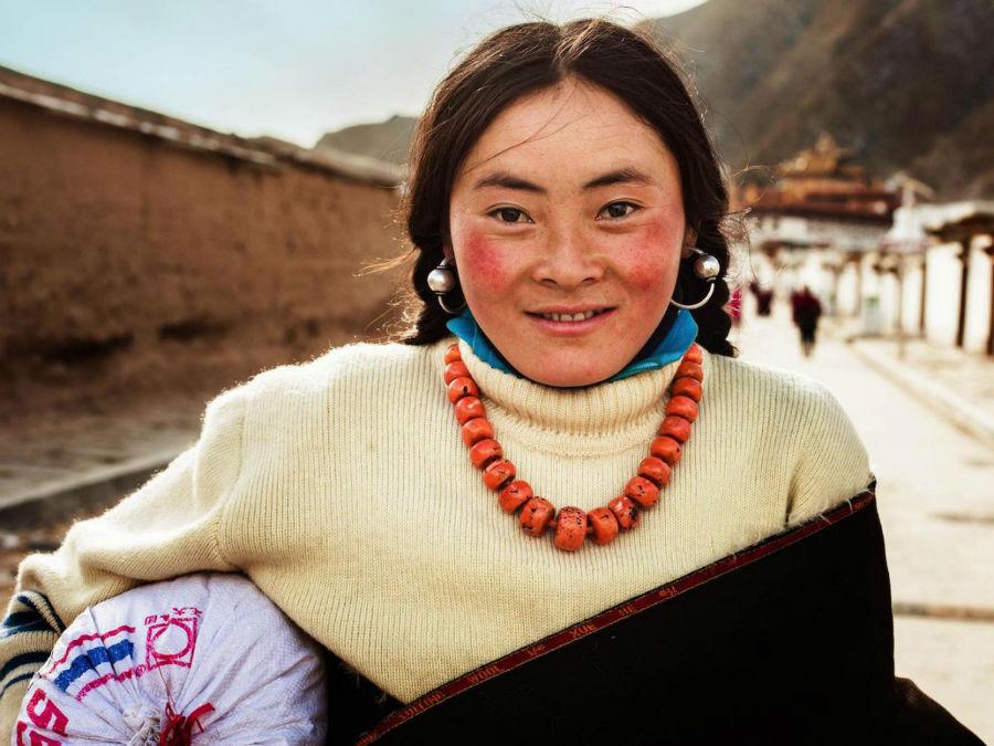 زن تبتی در Xiahe، چین