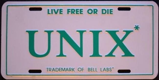 در نیوهمشایر پلاک هایی برای ماشین چاپ شده بود که روی آن نوشته بود: «یا آزاد زندگی کن یا بمیر!» این پلاک ها توسط مجرمین ایالتی تولید می شد.