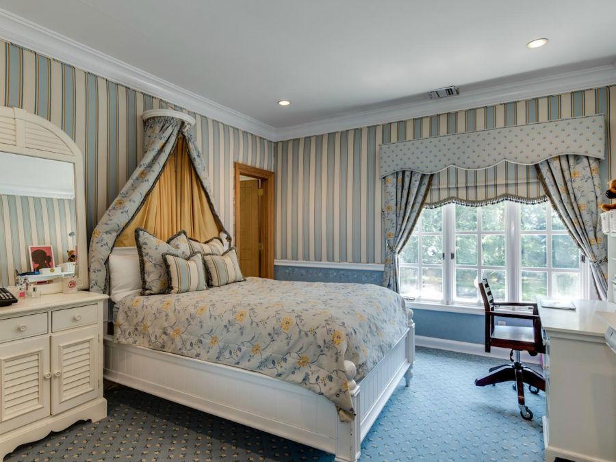 هر کدام از اتاق ها، طراحی و رنگ ویژه ی خود را دارند.