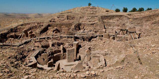 گوبکلی تپه: در کشور ترکیه و نزدیکی مرز سوریه قرار دارد. این تپه به عنوان قدیمی ترین پرستشگاه دینی و مذهبی به شمار می رود.