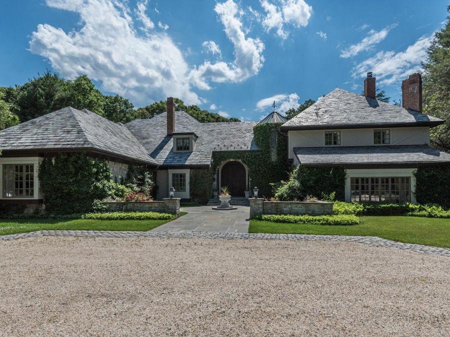 این خانه زمانی به «جردن راس بلفورت» معروف به «گرگ وال استریت» تعلق داشته است.